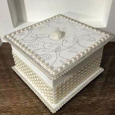 Caja decorada con perlas