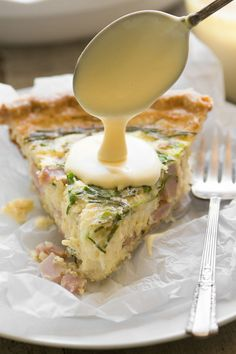 Eggs Benedict Quiche with Hollandaise Sauce ~ this brilliant hack lets you enjoy your favorite luxury breakfast in easy sliceable form ~ complete with little chunks of Canadian bacon, and a quick and creamy hollandaise sauce! Ham Quiche, Breakfast Quiche, Breakfast Dishes, Breakfast Recipes, Frittata, Breakfast Sandwiches, Breakfast Ideas, Mexican Breakfast, Breakfast In Bed
