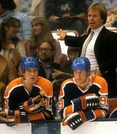 Mark Messier and Wayne Gretzky Hockey Rules, Hockey Teams, Hockey Stuff, Stars Hockey, Ice Hockey, Canadian Men, Wayne Gretzky, Edmonton Oilers, Vancouver Canucks