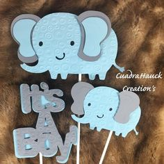 It's a Boy and 2 elephant( Include the sign and 1 baby elephant and 1 Mom elephant). Options as shown in the pictures when you select. 2 Mom and 2 Baby Elephant( Include in total 4 stick). Baby elephant size wide by tall. Baby Shower Photo Booth, Baby Shower Niño, Baby Shower Signs, Baby Shower Themes, Baby Shower Decorations, Shower Ideas, Baby Decor, Peanut Baby Shower, Shower Party