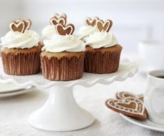 These ginger cupcakes are devine! The cupcakes and recipe were produced by Exquisite Cakes and That Gingerbread Place and thanks to Buderim Ginger. Best Cake Recipes, Cupcake Recipes, Baking Recipes, Dessert Recipes, Cupcake Ideas, Spice Cupcakes, Yummy Cupcakes, Lebkuchen Cupcakes, Desserts Valentinstag