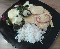 überbackene Putenschnitzel mit Brokkoli, Reis und Sauce Hollandaise by bienschi on www.rezeptwelt.de