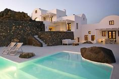 Brilliant white with the volcanic Santorinian stone - luxurious villas in Santorini, Greece