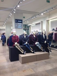 Window shopping at @mangofashion in Milan! Check out: http://www.shoppics.com/s/mango/ZAYzmgAgcC