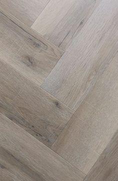 flooring porcelanato Parkett im Fischgrt weiss gelt Pvc Flooring, Timber Flooring, Floors, Living Room Flooring, Home Living Room, Floor Design, House Design, Design Design, Exterior Gris