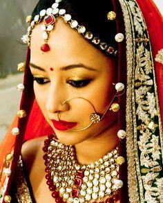 Yet another stunning bride of mine... #indianbride #indianwedding #candidweddingphotography #brideportraits #smokeyeyes #kohleyes #falselashes #redlips #gajra #bindi #indianjewellery #jodhaakbar #inspiration #subtlemakeup #anjumbhardwajmakeup #makeupartist #makeupartistcommunity #lovemyjob  http://ift.tt/1r2ISvM by anjumbhardwajmakeup