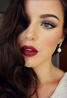 http://trend2wear.com/holiday-makeup-tutorials-youll-need/5/