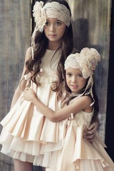 Sisters are special! Little Girl Dresses, Girls Dresses, Flower Girl Dresses, Flower Girls, Little Girl Fashion, Fashion Kids, Costume Carnaval, Baby Couture, Communion Dresses