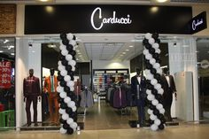 Carducci fashion label has enriched the shopping offer of Karavan commercial complex in the Ukrainian capital in March 2017. The men's apparel shop has taken 78,5 square metres of area inside the Kiev mall. The Italian label has been present in the Ukrainian market for over 9 years already.  #Carducci #Kiev #thelocationgroup #shopopening #storeopening #elocations