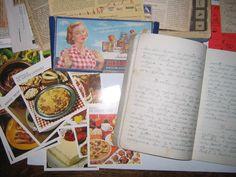 El calaix de les receptes  A moltes cases és freqüent trobar un calaix, o una carpeta, plens de notes o retalls de diaris i revistes, amb les receptes triades per fer-les algun dia. És fàcil trobar-hi receptes de varies generacions anotades en llibretes desgastades de tant fer-les servir, que apleguen des d'un plat que feia la besàvia a una recepta vista en l'últim programa de cuina de la televisió. Sovint, és un calaix que s'hereta.