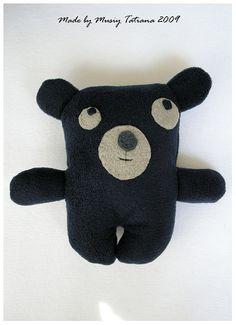 dark felt bear with big eyes Pet Toys, Doll Toys, Baby Toys, Kids Toys, Ugly Dolls, Cute Dolls, Fabric Toys, Sock Animals, Stuffed Animals