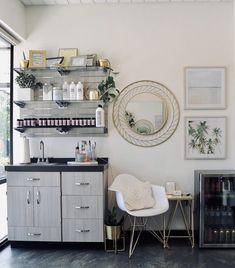 Home Beauty Salon, Home Hair Salons, Hair Salon Interior, Salon Interior Design, Beauty Salon Layout Ideas, Salon Ideas, Esthetics Room, Beauty Room Decor, Spa Furniture
