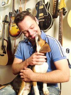 «Mai più Green Hill», sono le parole di Tiziano Ferro che ha deciso di sostenere la Lavnella campagna a favore dei cani di Green Hill e per una ricerca che non preveda l'uso di animali. «È difficile pensare che nel 2012debba ancora parlarsi di sperimentazione animale – dice Tiziano Ferro – Merlino sull'orecchio ha un …