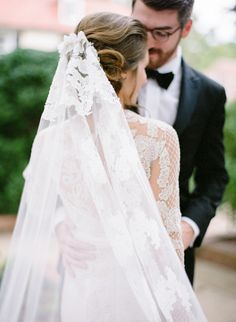 Gorgeous lace tipped veil: http://www.stylemepretty.com/2015/12/16/classic-tennessee-estate-wedding/ | Photography: Leslee Mitchell - http://www.lesleemitchell.com/
