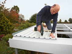 Build the carport yourself: kit with extension Carport Designs, Pergola Designs, Metal Roof Over Shingles, Door Protection, Carport Garage, Baby Canopy, House Construction Plan, Door Casing, Roof Detail