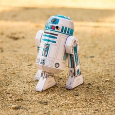 3D R2-D2 Papercraft - Show off your droid-building skills and make your own 3D paper version of the famously plucky astromech. #Disney