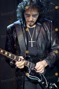 14 August 2009: Heaven and Hell guitarist Tony Iommi rocking out down low. The concert was held at the Journal Pavilion in Albuquerque, NM. (Credit Image:  Southcreek Global/ZUMApress.com)