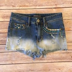 кєи∂αℓℓ & куℓιє - Distressed Denim Shorts ☞ ℓσωєѕт? Prices are firm unless bundled. Please respect that I put a lot of time, effort & energy into my listings & lowball offers are rude. I lower my prices frequently & offer a bundle discount!   ☞ мσ∂єℓ? With the wide range of sizes/styles that I offer, not everything fits me & therefore I do not model my items. I try my best to describe anything that's not exactly true to size. From there it is your job to order accordingly.   ☞ яєѕєяνє? Sorry…