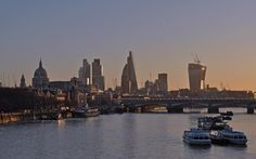 UK - London - View from Waterloo Bridge @visitlondon #LondonMoments Encontrado: https://www.flickr.com/photos/harshilshah/16297910616/in/album-72157594547087045/
