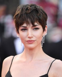 Every Next Level Glamorous Hair And Make-Up Look From Cannes 2018 Cannes Film Festival Hair and Make Short Shaggy Haircuts, Shaggy Pixie Cuts, Celebrity Short Haircuts, 2018 Haircuts, Best Pixie Cuts, Blonde Haircuts, Festival Hair, Film Festival, Haircut Styles For Women