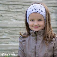 Dívčí fialová čelenka Dívčí čelenka háčkovaná z příjemné světle fialové příze. obvod: 22 cm x 2, šířka: 8,5 cm, věk: cca od 3 let
