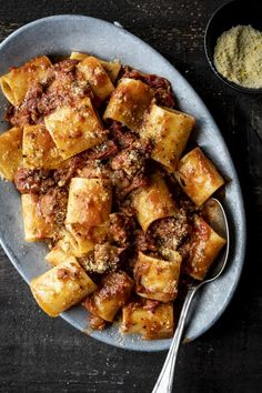 Dried tomato pasta, red wine and Italian sausages . - Pasta with sun-dried tomatoes, red wine and Italian sausages – K for Katrine Yummy Pasta Recipes, Meat Recipes, Cooking Recipes, Healthy Recipes, Rigatoni Recipes, Recipe Pasta, Sundried Tomato Pasta, Confort Food, I Want Food