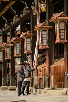 Shaking the Rope to rattle the bell at its top -- Kitano Tenmangu Shrine (北野天満宮) -- Kyoto, Japan -- Photograph by Jeffrey Friedl
