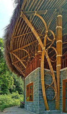 Images by Hùng Râu Kts. Bamboo Architecture, Sustainable Architecture, Architecture Details, Interior Architecture, Bamboo Art, Bamboo Crafts, Bamboo Building, Bamboo House Design, Bamboo Structure