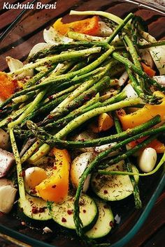 Szparagi pieczone z warzywami Chef And The Farmer, Green Beans, Side Dishes, Grilling, Clean Eating, Lunch Box, Food And Drink, Gluten Free, Vegetarian