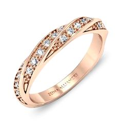 Amoureuse par Zeina Alliances : Alliance torsadée or rose et diamants.  #ZeinaAlliances #Mariage #Bague #Alliance Alliance Or Rose, Wedding Engagement, Wedding Bands, Mary I, Bridezilla, Promise Rings, Girls Best Friend, Ring Designs, Diamond Jewelry