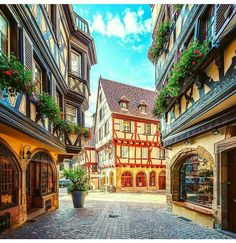 Colmar.. Alsace.. France- Es como entrar en una de las películas de Disney, de ensueño #aaj