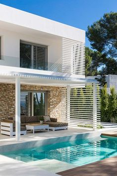 Modern house exterior - House in Tarragona by Dom Arquitectura Small Backyard Pools, Backyard Pool Designs, Swimming Pools Backyard, Style At Home, Kleiner Pool Design, Small Pool Design, Modern Villa Design, Luxury Homes Dream Houses, Luxury Modern Homes