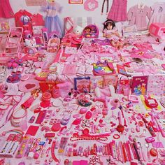 SeoWoo and Her Pink Things, 2006  JeongMee Yoon  www.jeongmeeyoon.com  via fubiz.net    for #composition #motion #color