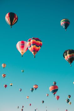 Best Free Hot Air Balloon Pictures & Stock Photos on Unsplash Tumblr Wallpaper, Wallpaper Pictures, Hd Wallpaper, Wallpaper Ideas, Ballons Fotografie, Aesthetic Wallpaper Hd, Wallpapers En Hd, Balloon Pictures, Air Balloon Rides