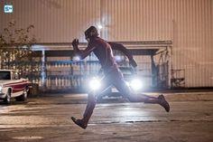 The flash saison 2, winter premiere, episode 12, episode 11, episode 10,  spoilers, vidéo promo, trailer, bande annonce, streaming, vostfr, télécharger, infos, arrow saison 4, arrow, the flash, crossover, 2x10, 2x09, mid-season finale, zoom, crossover, ar