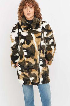 Jakke Kendra Camo Faux-Fur Jacket