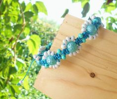 Drhaný náramek květinkový náramek drhaný do tvarů květinek velikost univerzální (roztahovací) rokajl, voskovaná tyrkysově modrá šňůrka vroubkované perle Zigana velikost univerzální (roztahovací)