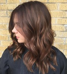 Subtle blended balyage, with a coffee bean espresso stretched root, and some milk chocolate ends with caramel macchiato accents. Fall brunette anyone? Bronde Hair, Brown Hair Balayage, Hair Color Balayage, Hair Color And Cut, Brown Hair Colors, Cabello Cafe Chocolate, Milk Chocolate Hair, Pelo Cafe, Coffee Hair