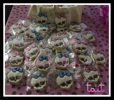 #Cookies #MonsterHigh #TaitEventos Cookies, Cake, Desserts, Food, Crack Crackers, Tailgate Desserts, Deserts, Biscuits, Kuchen