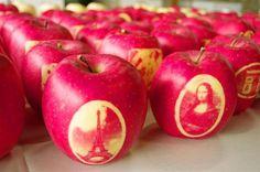 フランスのエッフェル塔やモナリザなどの絵を浮き上がらせた「絵入りリンゴ」=29日、青森県弘前市 Aomori, Food Art, Japan, Apple, Fruit, Apple Fruit, Japanese, Apples