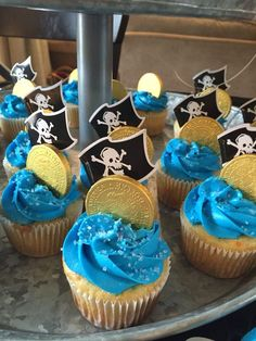 Piratenparty für Kinder Piratengeburtstagsparty Piratenparty-Spiele Pirate party for kids Pirate birthday party Pirate party games This image has get. Pirate Birthday Cupcakes, 6th Birthday Parties, Cupcake Party, Party Cakes, Birthday Games, Birthday Ideas, Mermaid Birthday, Pirate Party Games, Pirate Food