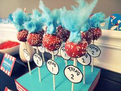 Seuss Thing 1 & Thing 2 Cake Birthday ideas for the girls? -- not cake pops, but cupcakes! Love the cotton candy hair Dr Seuss Birthday Party, Twin Birthday Parties, Twin First Birthday, Baby Birthday, Birthday Ideas, King Birthday, Dr Seuss Cake, Dr Suess, 2nd Baby Showers