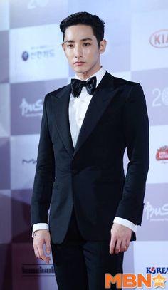 Lee Soo Hyuk during red carpet on 20th Busan Film Festival, 2015