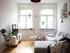 moderner landhaussstil - kommode als raumteiler zwischen wohn und ... - Moderne Kleine Wohnzimmer