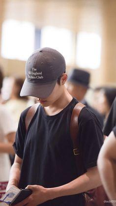 SOO at GMP Airport Have a safe flight my love Kyungsoo, Kaisoo, Exo Chanyeol, Tao Exo, Kim Jong Dae, Kim Min Seok, Exo Quiz, Scandal, Shinee
