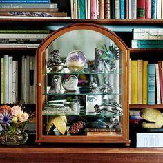 Glass Cabinet 2070 - Mahogany, Josef Frank | Svenskt Tenn