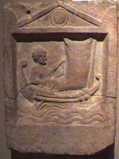 Relief funéraire de Demetrios de Lampsaque (IIIe siècle ap. J.C.) - la poupe du navire est courbe et plus relevé que la proue; le mât vertical très avancé est gréé d'une voile à livarde (spritsail) - Musée Arch.de Istanbul