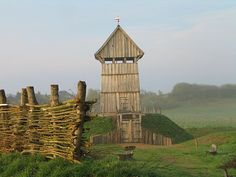 Another example of a tower on top of a motte (later referred to as keep or donjon). Reconstructed keep at Lütjenburg, Germany. (via wikimedia commons)