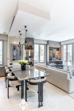 Lumineux appartement de 3 chambres, entièrement rénové par un architecte de renom, idéalement situé en plein cœur de Monaco. Monaco, Real Estate, Kitchen, Table, Furniture, Home Decor, Contemporary Design, Bedrooms, Cooking