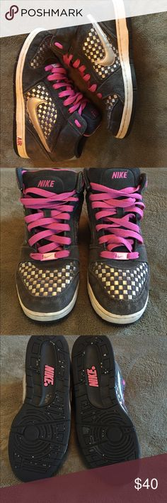 Nike Air Shoes Nike Air shoes! In great shape! Silver metallic accents with pink laces. Nike Shoes Sneakers